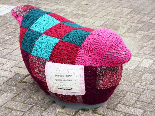 project-seal-yarnbomb-frank-the-seal3