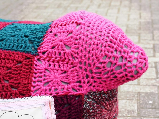 project-seal-yarnbomb-frank-the-seal4