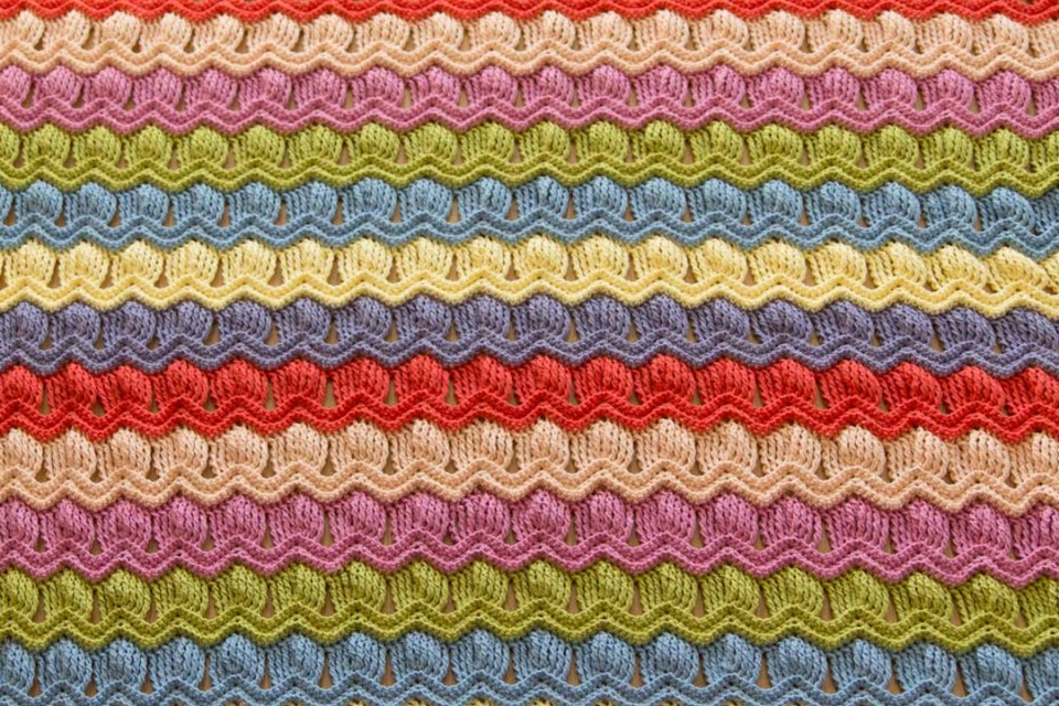wink-acreativebeing-vintage-fan-ripple-crochet-afghan-blanket-5