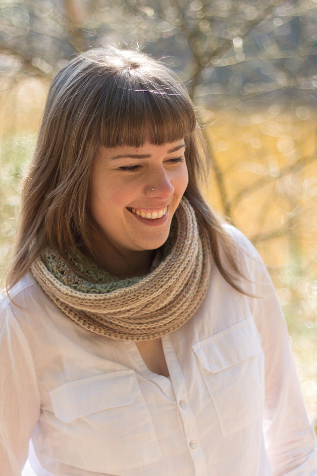 acreativebeing-forget-me-nots-cowl-model1-06