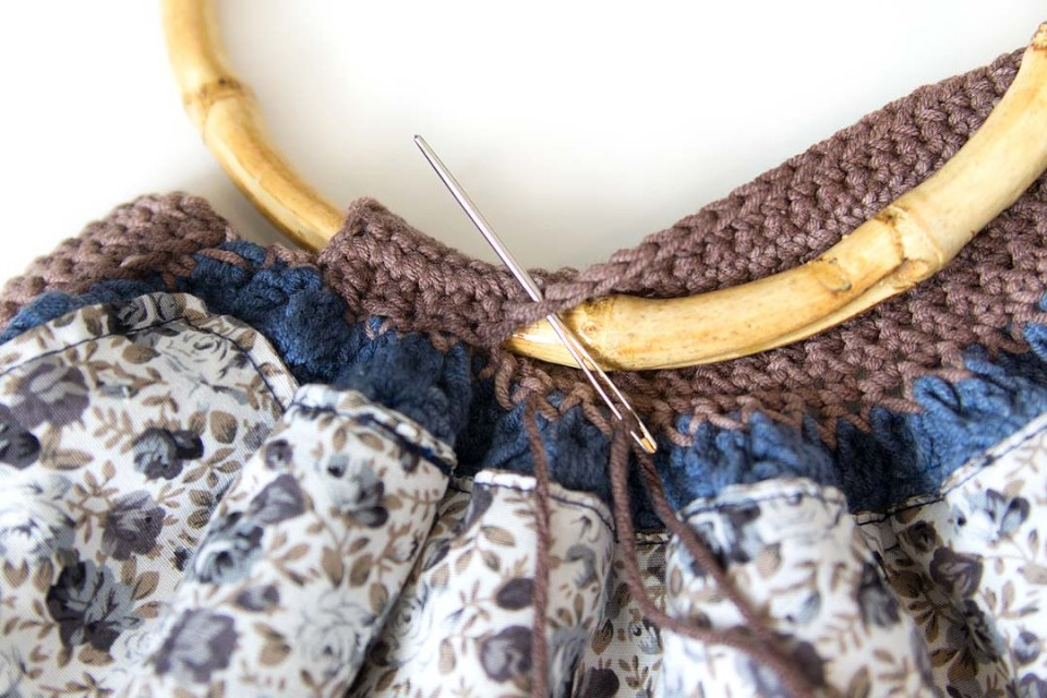 acreativebeing-scheepjes-soft-fun-denim-yarn-fat-bottom-bag-how-to-pattern-free-11